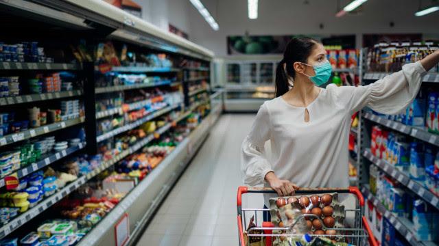 Inflação disfarçada faz produtos diminuírem de tamanho sem queda no preço