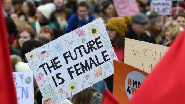Marcha das mulheres para celebrar o Dia da Mulher em Londres
