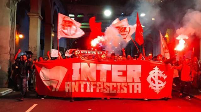 Torcidas antifascistas se multiplicam nas arquibancadas