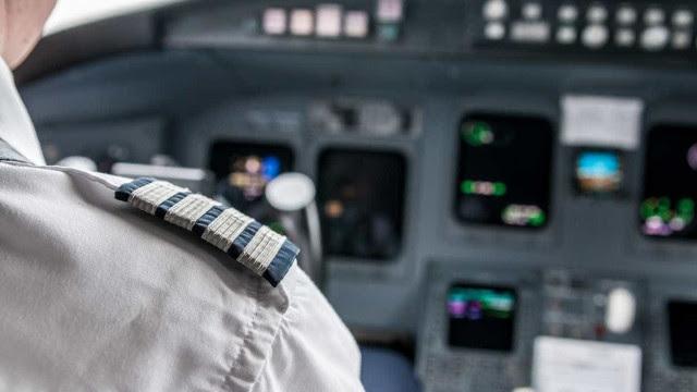 Jovem britânica expulsa de avião por ter alergia a frutos secos