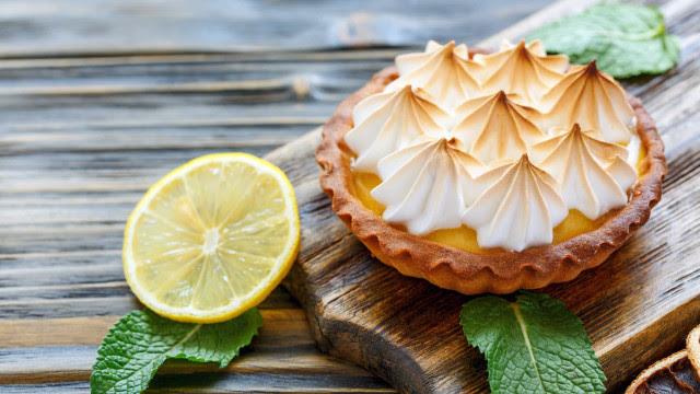 Aprenda a fazer uma sobremesa refrescante: Tortinha de Limão