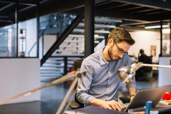 Επιχειρήσεις θα μπορούν να «υιοθετούν» νέους εργαζόμενους