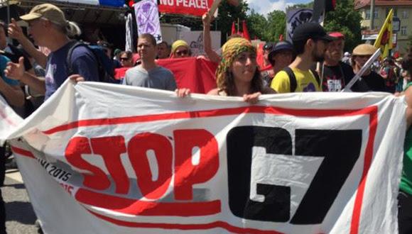Los manifestantes portaban mensajes como estos. Foto: Twitter