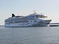 Norwegian Star arriving Tallinn 12 July 2013.JPG