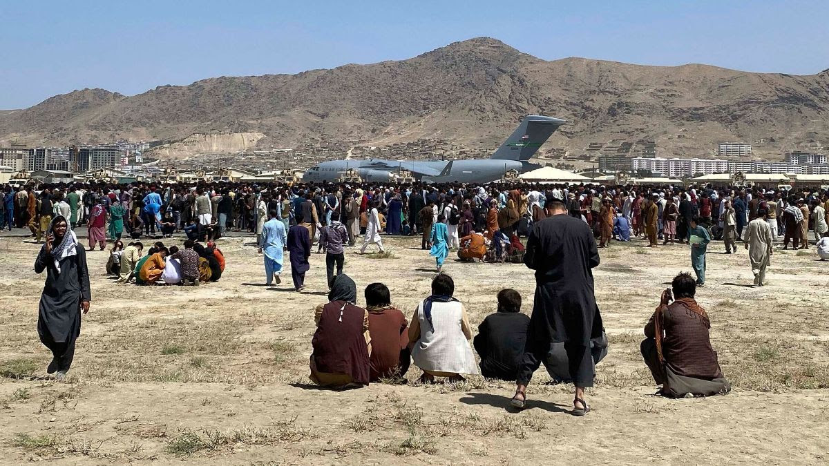 People trying to get to the Kabul airport