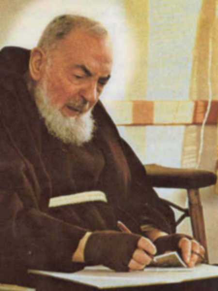 https://saopio.files.wordpress.com/2010/07/padre_pio29.jpg
