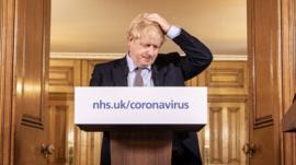 O que diz modelo matemático que levou Reino Unido a mudar radicalmente combate à covid-19