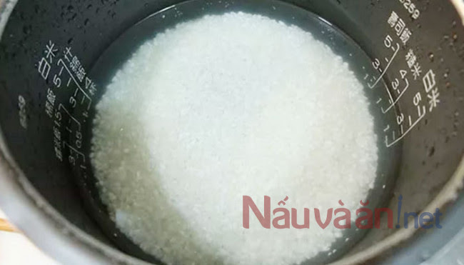 ngâm gạo 15-30 phút trước khi nấu