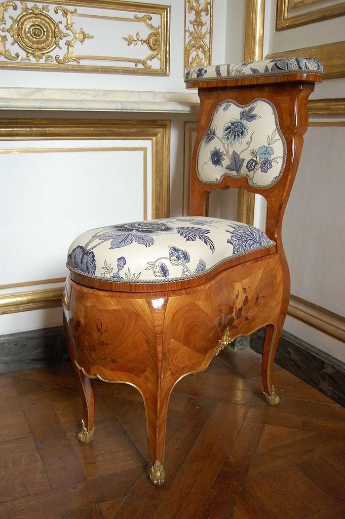 681px-Chaise_percée_of_Madame_de_Pompadour_-_Pièce_de_la_chaise_du_cabinet_des_Dépêches.JPG