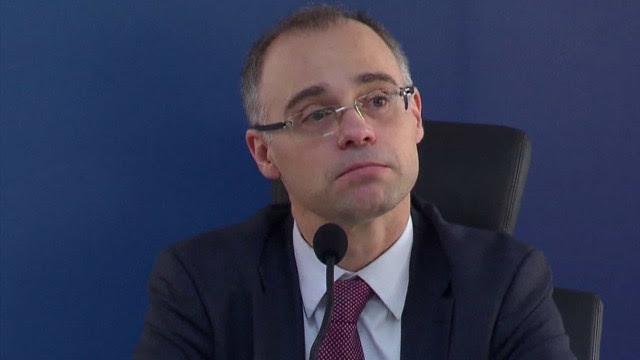 Ministro da Justiça diz que vai pedir inquérito contra jornalistas