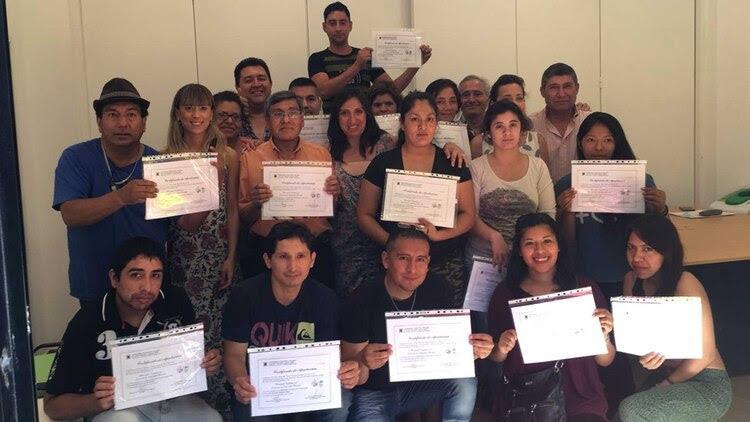 Los egresados, con su título de vigilador privado avalado por la UTN. Foto: Gentileza Fundación Criteria.
