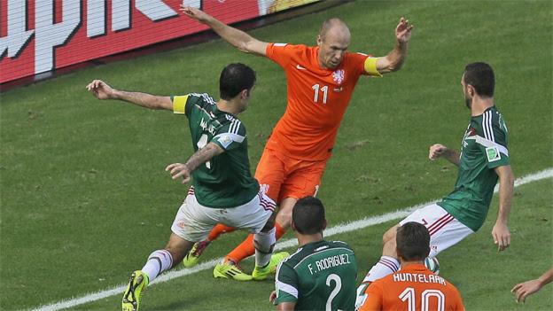 La selección de Holanda clasificó a los cuartos de final del Mundial Brasil 2014. (AP)