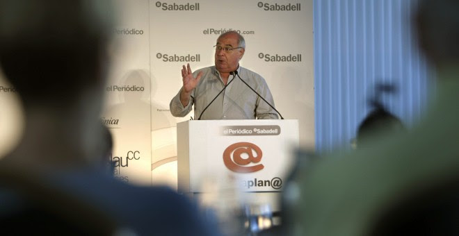 El cabeza de lista de Catalunya Sí que es Pot, Lluís Rabell, durante su intervención en un desayuno informativo organizado por El Periódico de Catalunya. EFE/Marta Pérez