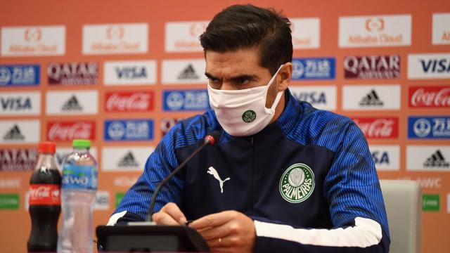 Abel Ferreira lamenta campanha do Palmeiras no Mundial: 'Saímos com cicatrizes'