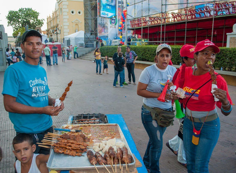 vendedor-ambulante-informal-informalidad-e-ilegalidad-Juan-Carlos-Guataqui-1170x858