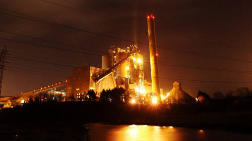 BARRY, UNITED KINGDOM - NOVEMBER 16:  Lights from the Aberthaw Power Station light up the night sky on November 16, 2009 near Barry, Wales, United Kingdom. As world leaders prepare to gather for the Copenhagen Climate Summit in December, the resolve of the industrial nations seems to be weakening with President Obama stating that it would be impossible to reach a binding deal at the summit. Climate campaigners are concerned that this disappointing announcement is a backward step ahead of the summit.  (Photo by Matt Cardy/Getty Images)