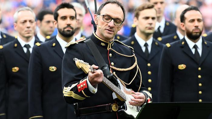 """Le """"rockeur"""" de la Garde républicaine invité au concert de Noel Gallagher et de U2 au Stade de France"""