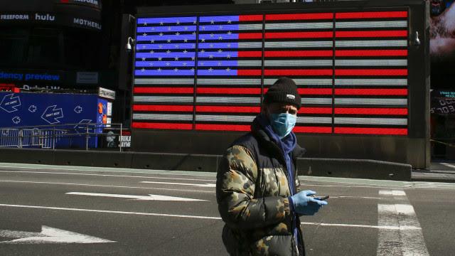 Com números de coronavírus em queda, EUA vislumbram ponto de virada na crise sanitária