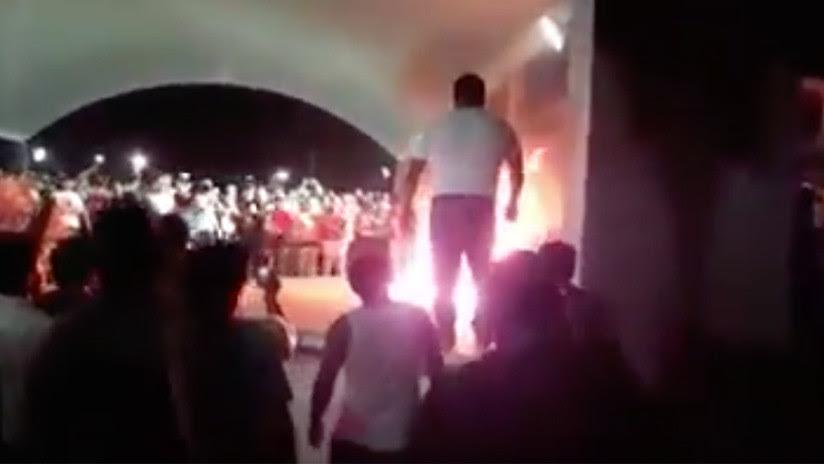 FUERTE VIDEO: Vecinos queman vivo a un presunto ladrón en México (18+)