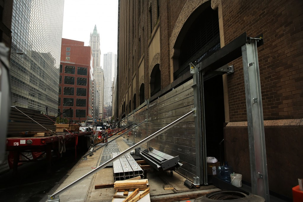 Verizon Tests Flood Wall Around Its Building In Lower Manhattan