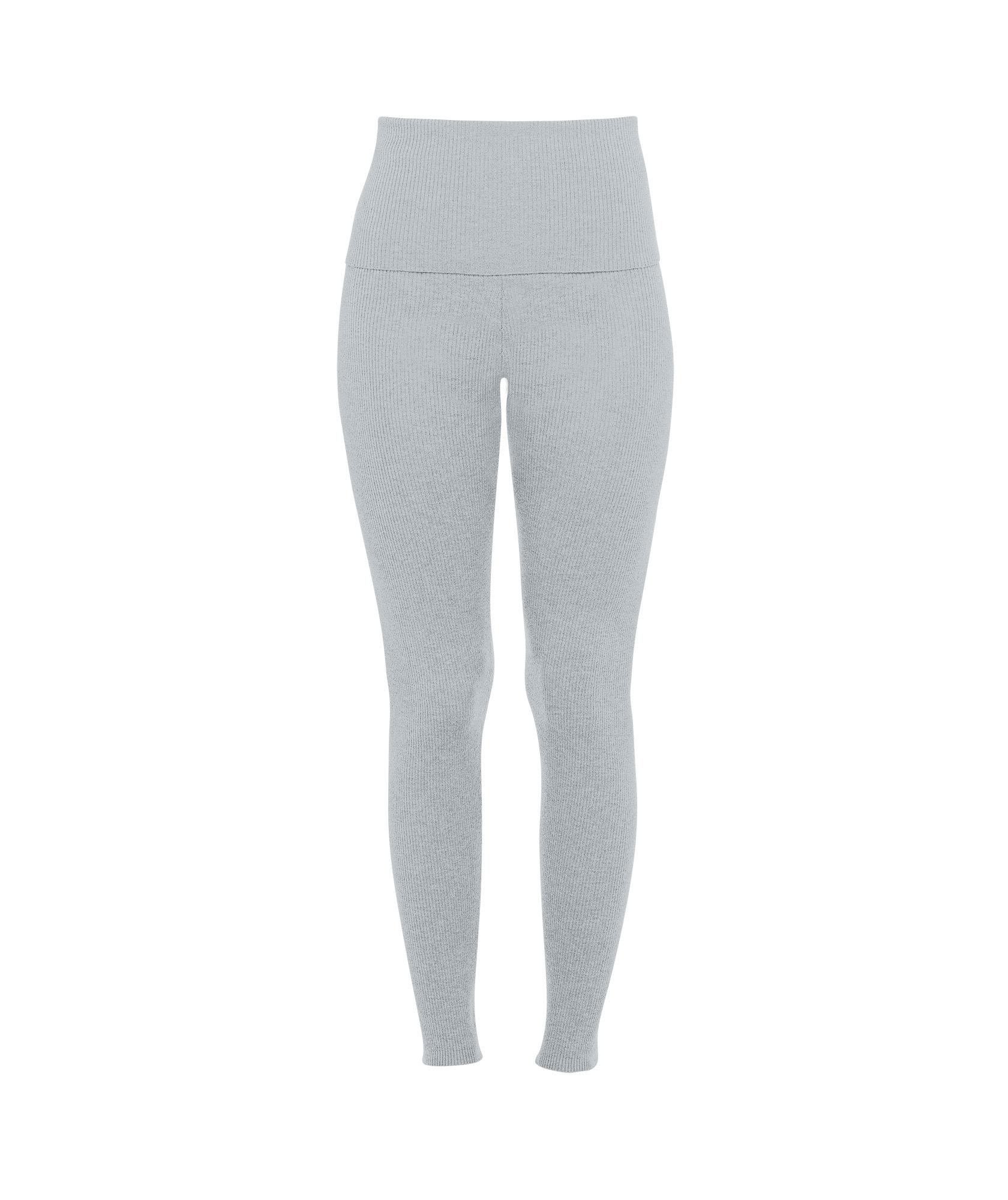 d368d479 941f 447c a287 7be869f079e9 - Kaia Gerber tiene la selección de prendas y calzado perfectos para hacer deporte en casa