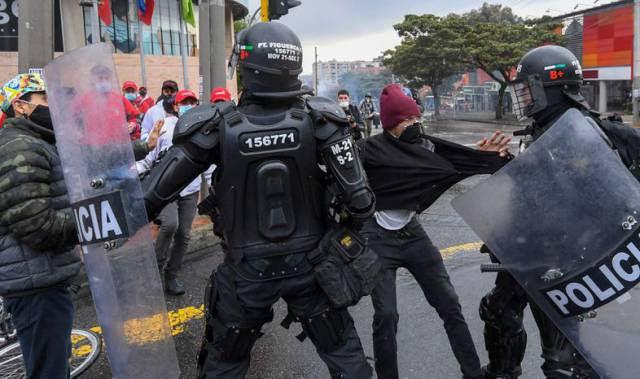 Protestos na Colômbia derrubam projeto impopular de reforma tributária