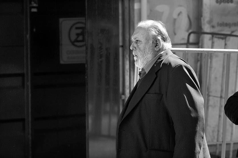 Pedro Barneix ingresa, ayer, al juzgado de la calle Misiones. Foto: Federico Gutiérrez