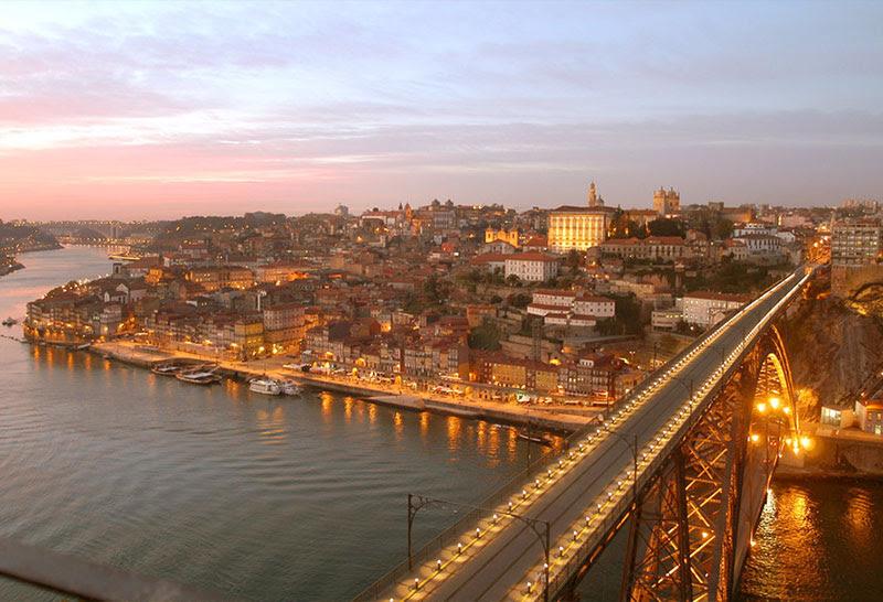 http://www.guiadeviaje.net/portugal/imagenes/oporto-fotos-panoramica.jpg