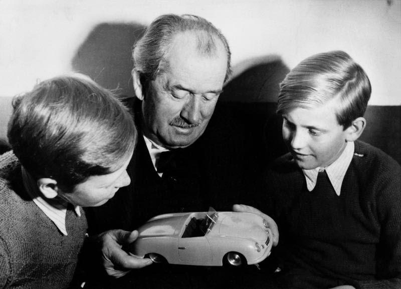 Ferdinand Porsche with Ferdinand Alexander Porsche and Ferdinand Piëch (right), approx. 1949.