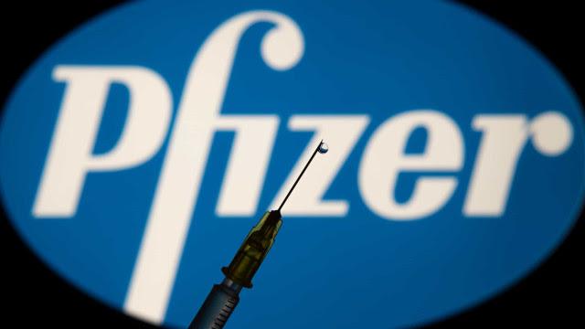 Novo lote de vacinas da Pfizer chega ao Brasil