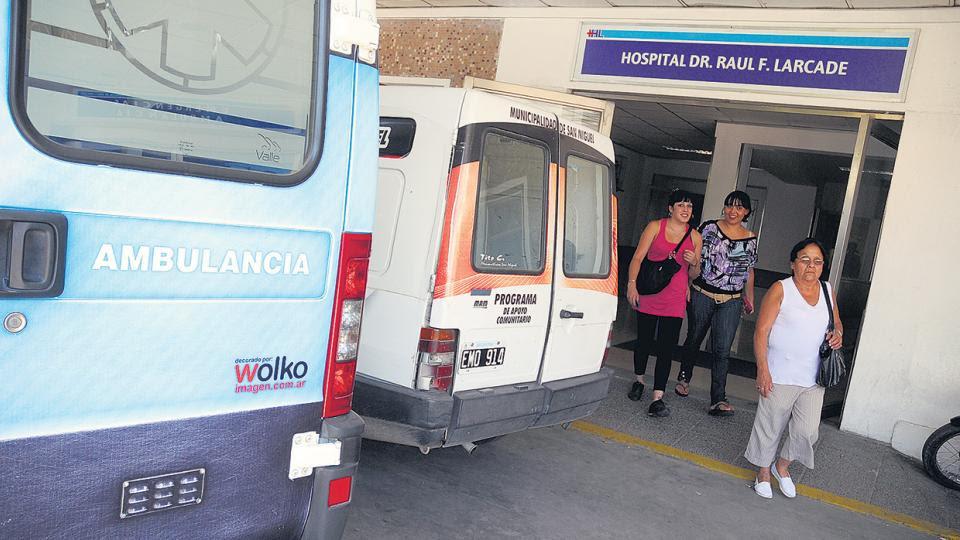 Tras las críticas y el roce diplomático con Bolivia, suspenden la propuesta oficial de arancelar salud y universidad a extranjeros