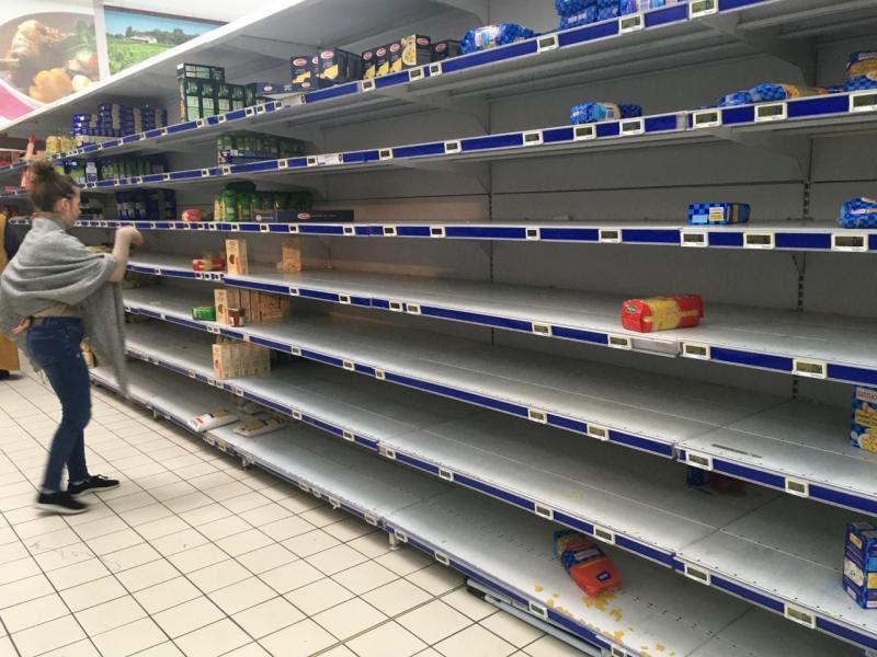Pâtes, riz, lait, conserves... Ruée dans les supermarchés