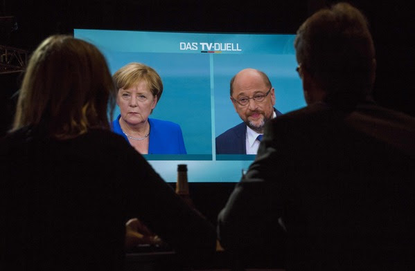 Journalists watch a televised debate between German Chancellor Angela Merkel and Martin Schulz, leader of Germany's SPD party, in Berlin on Sept. 3. (John Macdougall/Agence France-Presse via Getty Images)</p>
