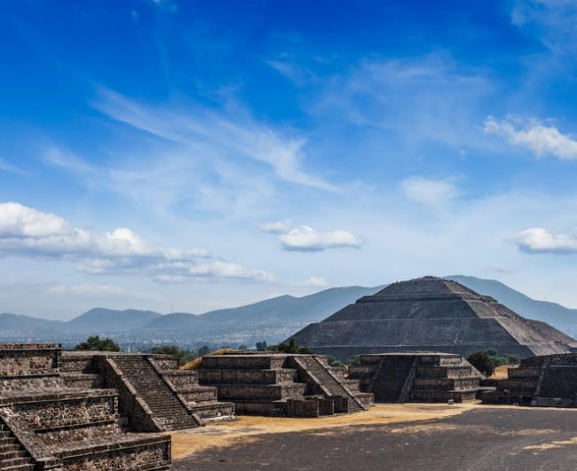メキシコシティは中心街が世界遺産に登録されているだけでなく、 同じく世界遺産のテオティワカン遺跡へも車で約1時間!