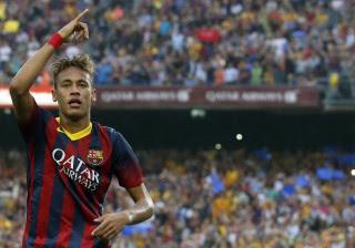 Trabalhando, Neymar lamenta ausência em desfile de carnaval