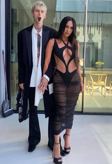 e537ce68 2e6e 5814 7ad0 eb5745b08dc4 - Megan Fox elige plataformas MAX de  Jimmy Choo para los Billboard Music Awards
