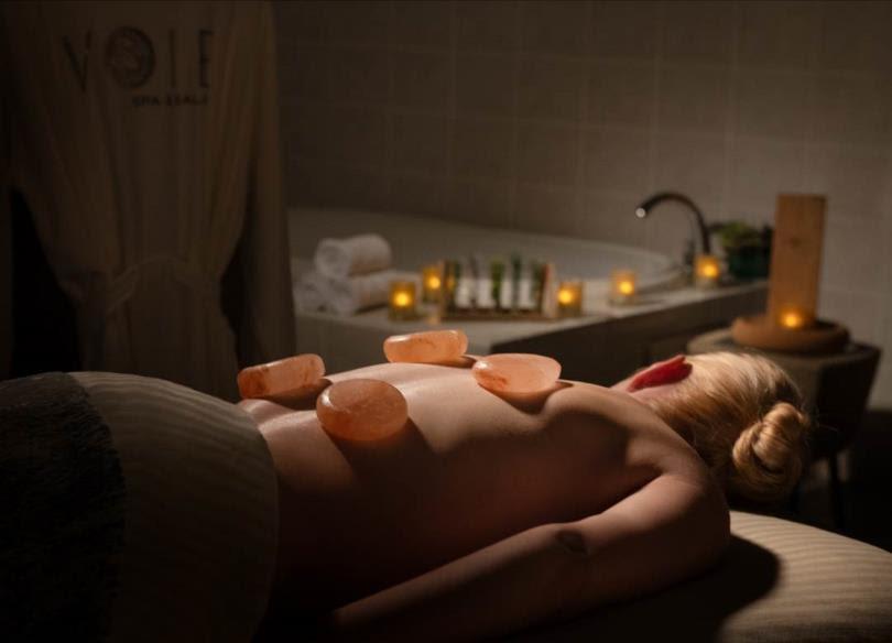 Paris Las Vegas_Voie Spa & Salon_Salt Stone Massage2_C_Andrade