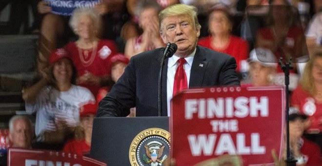 El presidente de EEUU, Donald Trump, habla durante un acto de campaña en apoyo al candidato republicano a gobernador del estado de Florida, Ron DeSantis. - EFE