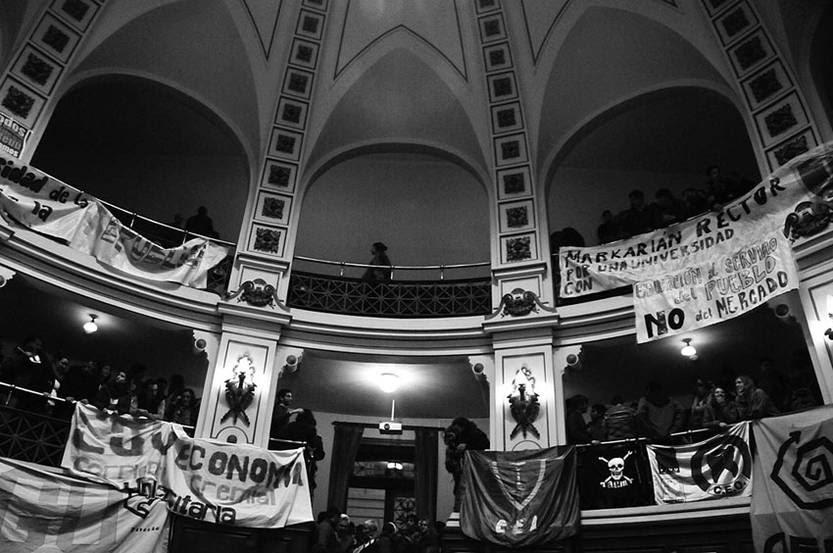 Paraninfo de la Universidad luego de finalizada la votación de los diferentes órdenes en la Asamblea General del Claustro, que procalamó a Roberto Markarian. / Foto: Fernando Morán
