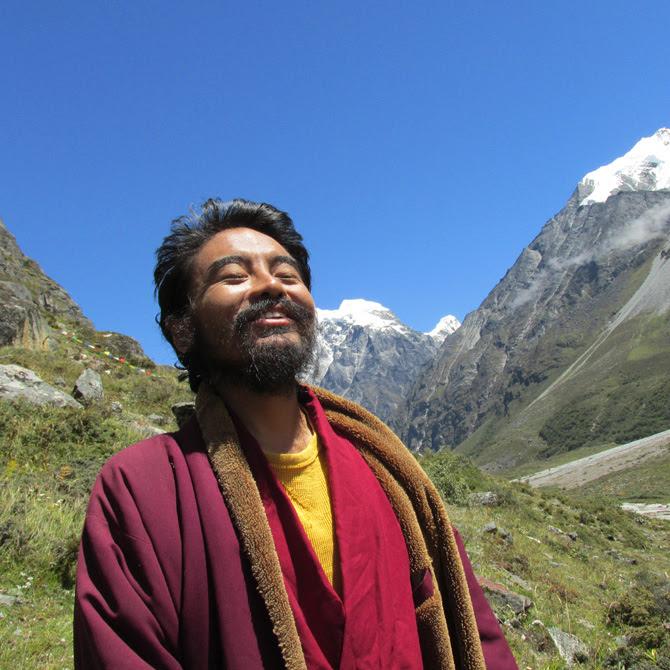 Mingyur Rinpoche with the blue sky. September 2013. Photo Lama Tashi