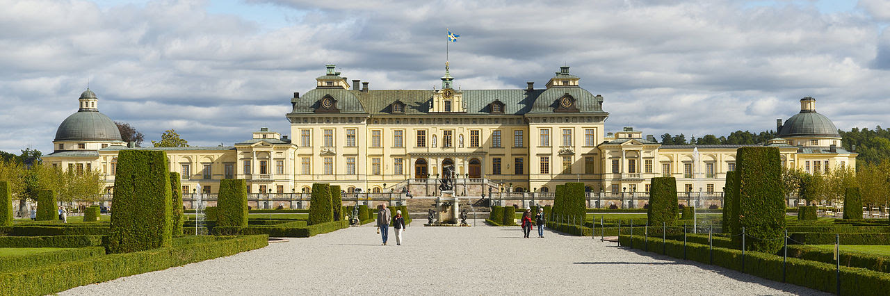 1280px-Drottningholm_Palace_-_panorama_september_2011 (1)
