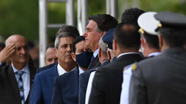 Entenda a militarização do governo Bolsonaro e as ameaças que isso representa