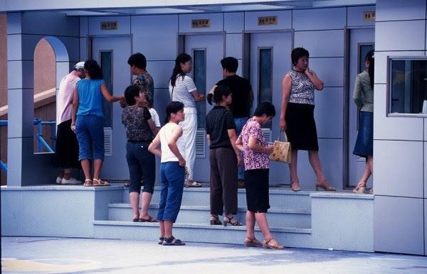 Baños provisionales en Shenyang, 2005