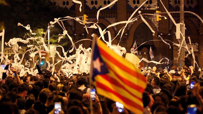 Barricadas y autos en llamas: Barcelona vive la tercera jornada de protestas independentistas