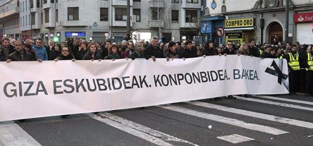 Cabecera de la manifestación silenciosa celebrada esta tarde en Bilbao. EFE