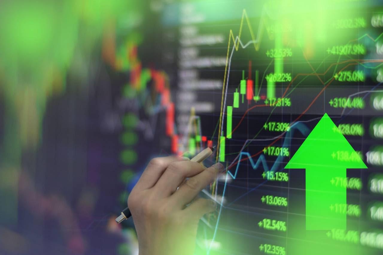 Ibovespa fecha em alta de 1,3% com sinalização sobre precatórios animando em meio a crise da Evergrande; dólar cai a R$ 5,28
