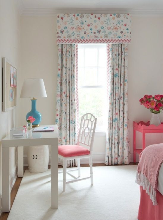 Fresh, pretty girl's room: