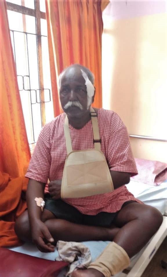 Maruti Patil, 69, injured in Dec. 23 Hindu extremist attack on Christians in Kohalpur District, Maharashtra state. (Morning Star News)
