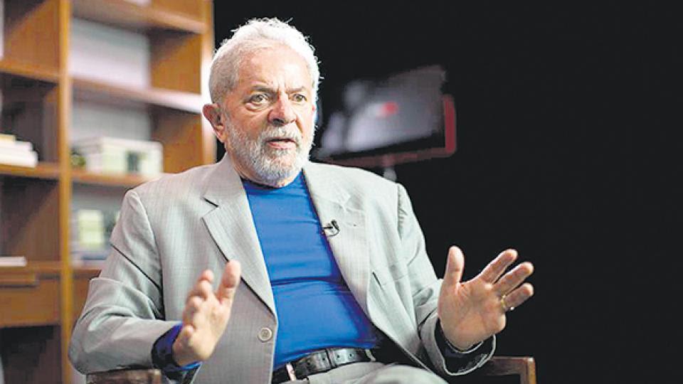 """Columna de Lula en Folha de Sao Paulo """"Quieren callarme"""""""