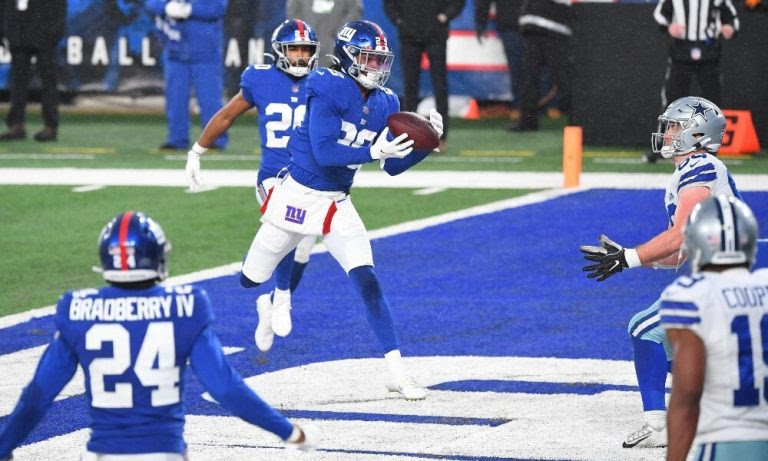 Xavier McKinney intercepts pass against Cowboys